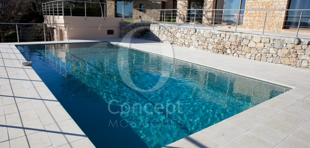 The mosaic pool – Intensive petrol blue water