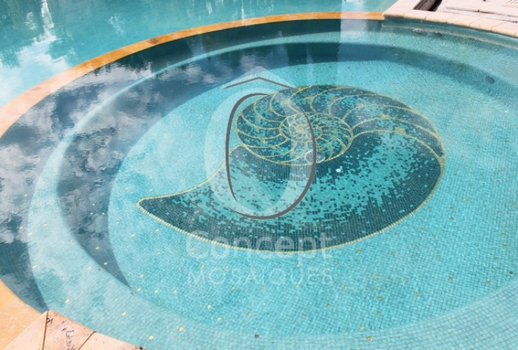 Nautilus – Un décor en mosaïque Or 24 carats taillée à la main