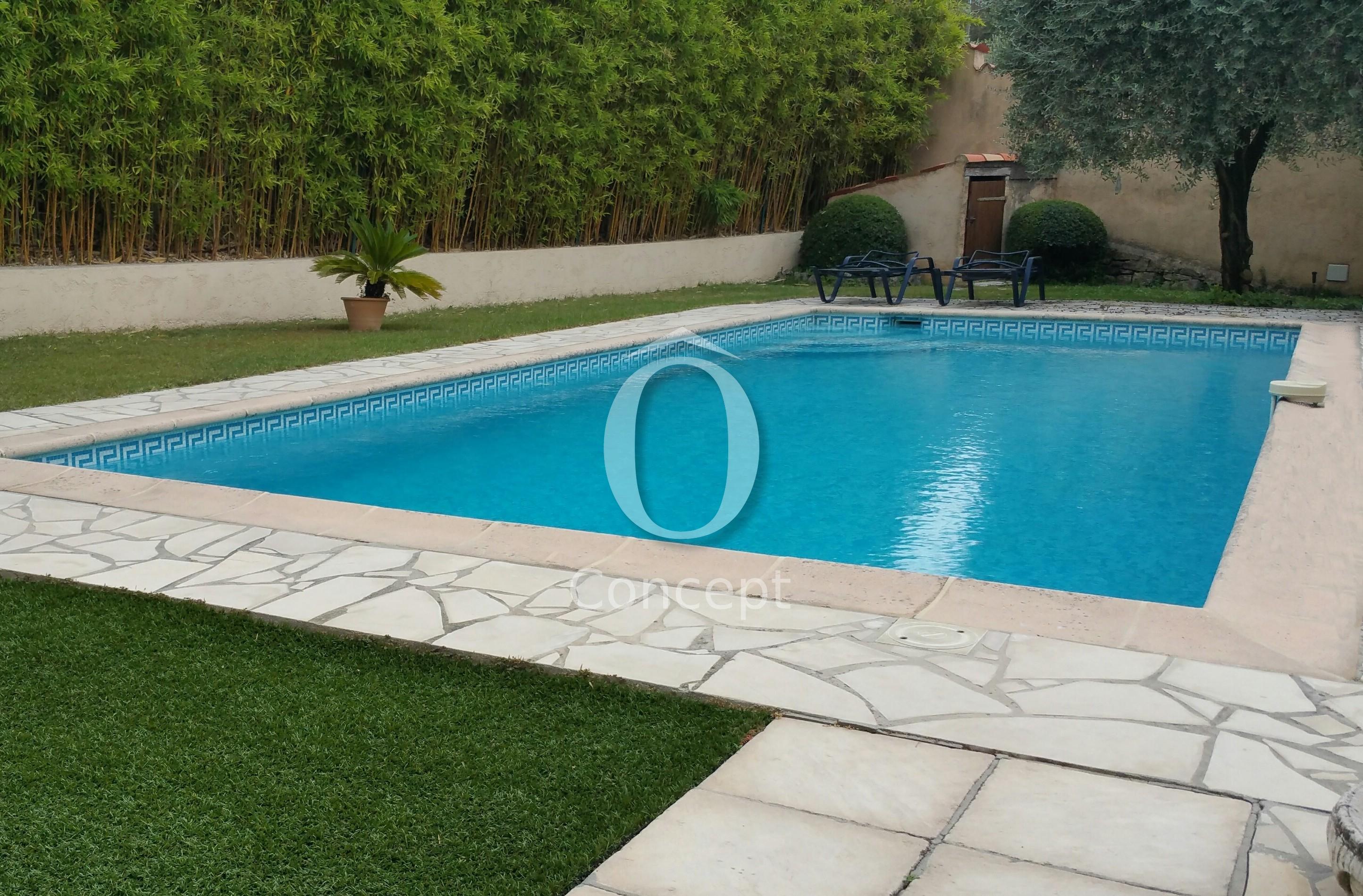 Piscine turquoise mélange «Océan» Ô Concept frise petite grecque